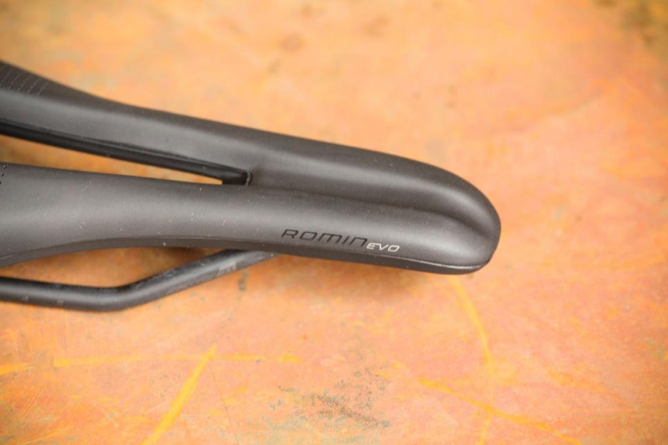 Specialized Romin Evo Expert Gel Saddle - nose.jpg