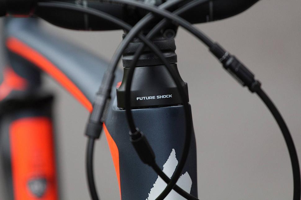 Specialized Roubaix Expert - Future Shock.jpg
