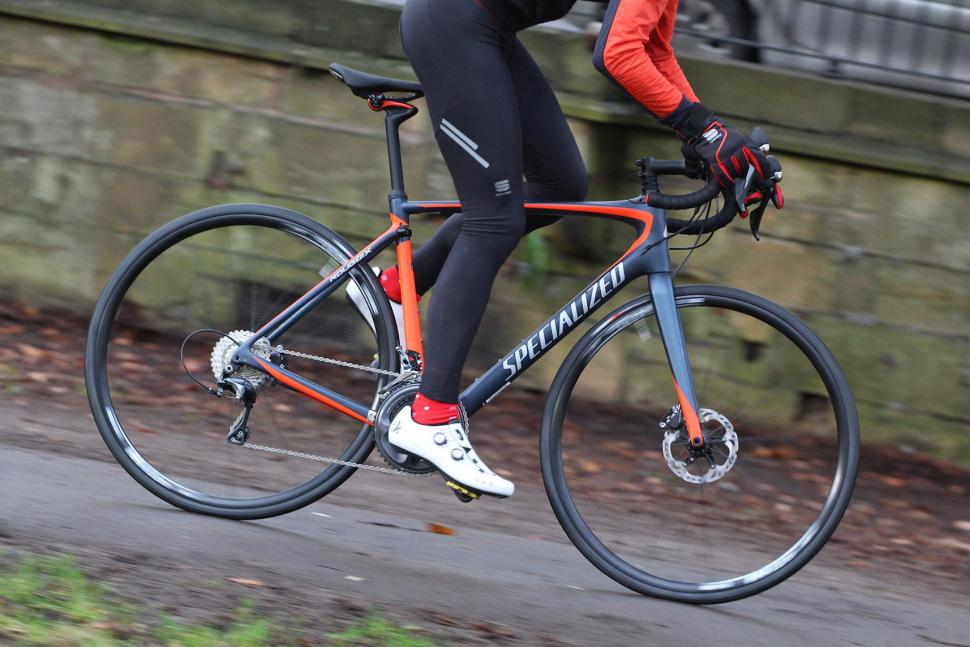 Specialized Roubaix Expert - riding 3.jpg