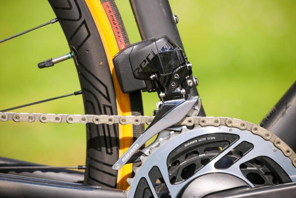 Specialized Roubaix - front mech.jpg