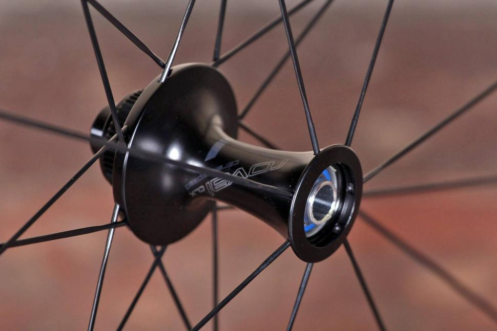 Specialized Roval CLX 50 DISC Wheelset - front hub 2.jpg