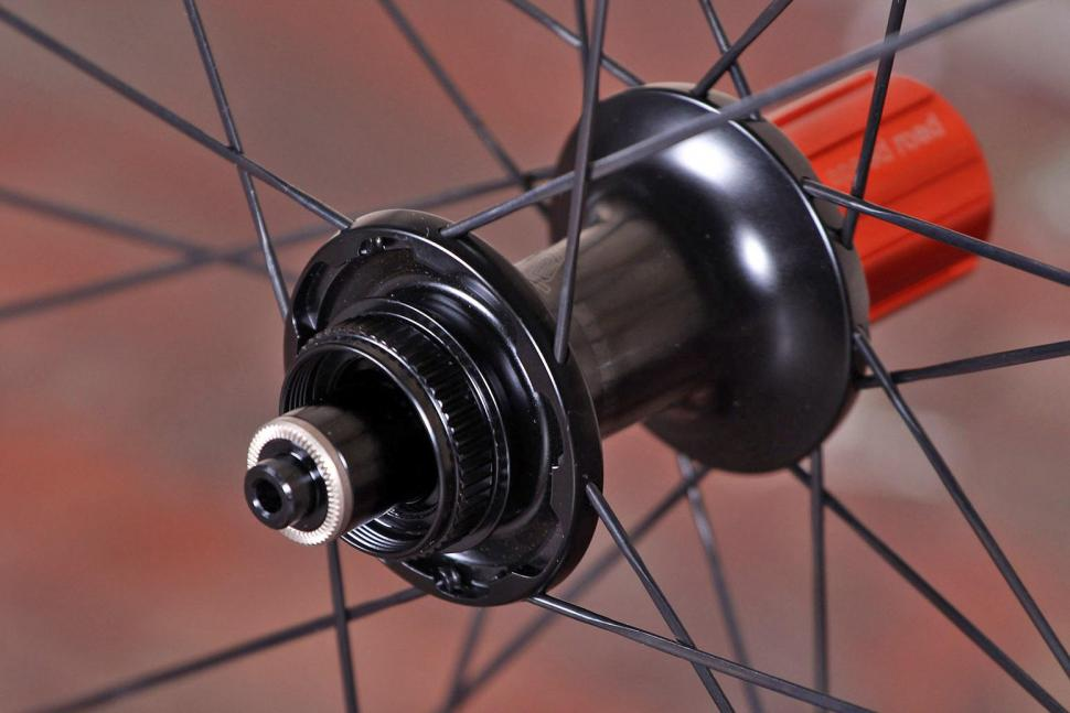 Specialized Roval CLX 50 DISC Wheelset - rear hub 2.jpg