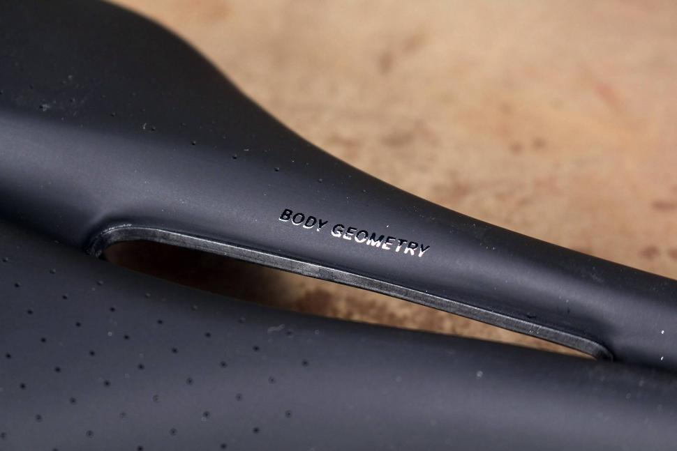 Specialized Ruby Expert Gel saddle - detail.jpg