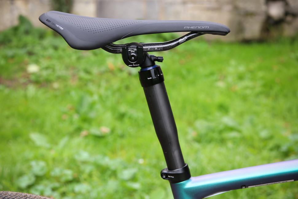 Specialized S-Works Diverge - saddle and dropper post.jpg