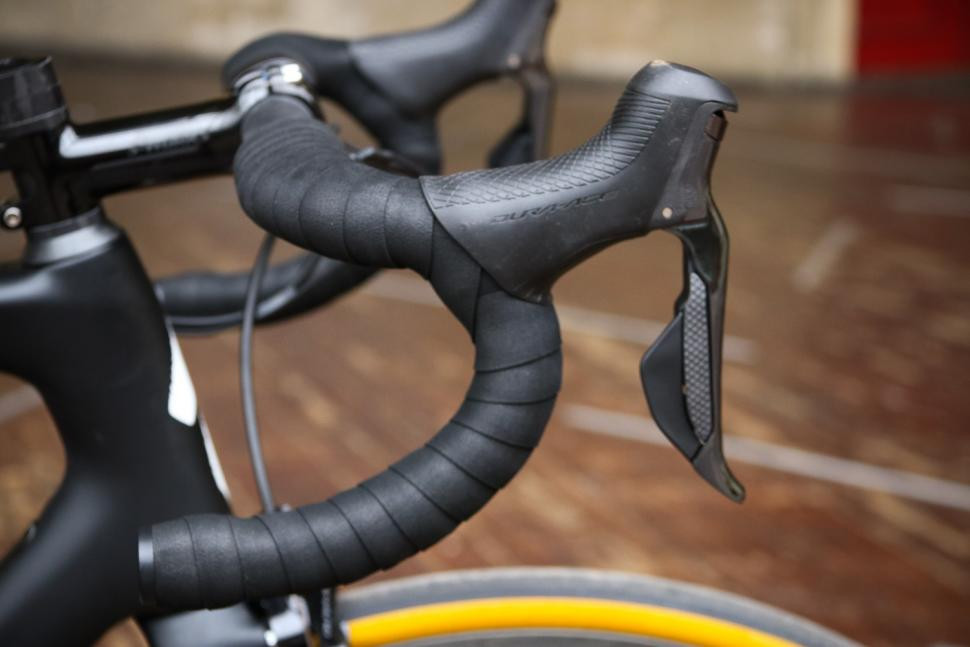 Specialized S-Works Tarmac - bar and shifter.jpg