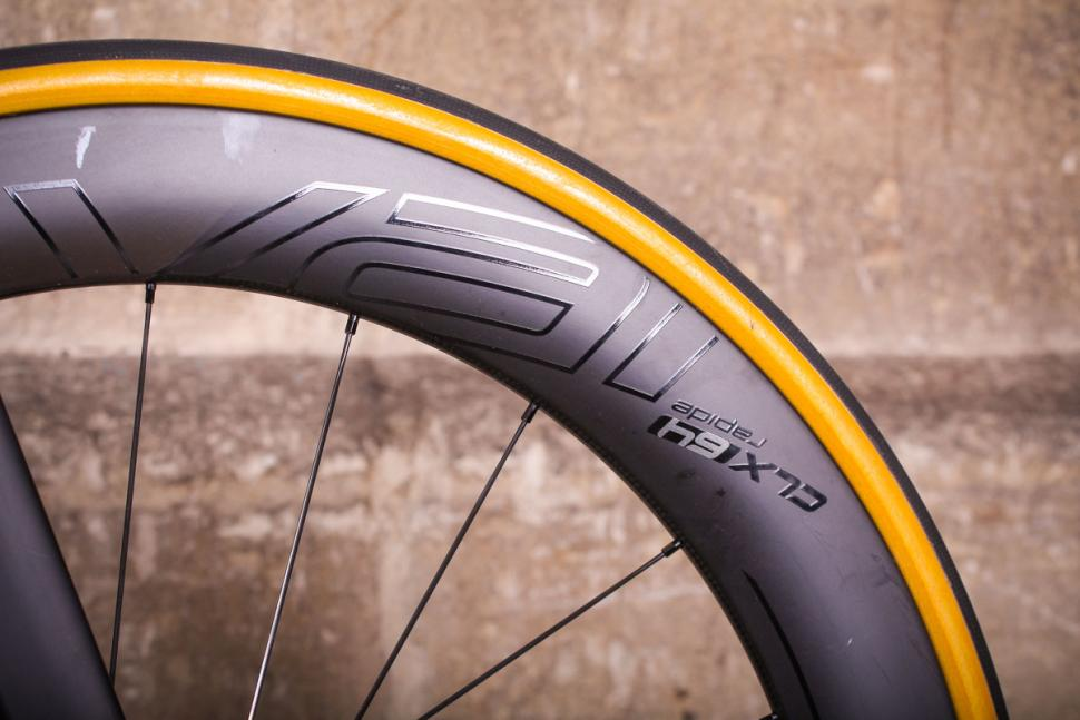 Specialized S-Works Venge - rim and tyre.jpg