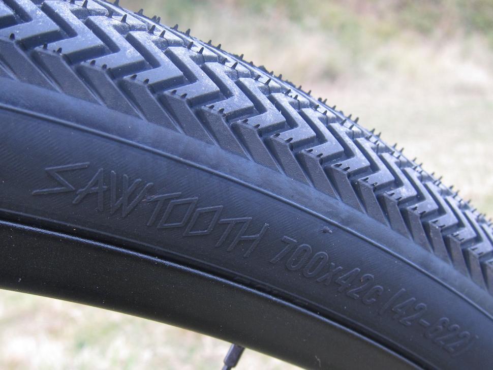 Specialized Sequoia Expert - Sawtooth 700x42 Tyre Sidewall.jpg