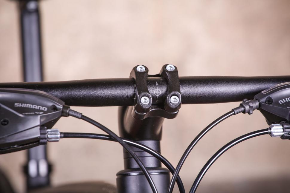 Specialized Sirrus Alloy - bars 2.jpg