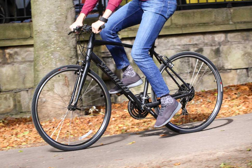 Specialized Sirrus Alloy - riding 2.jpg