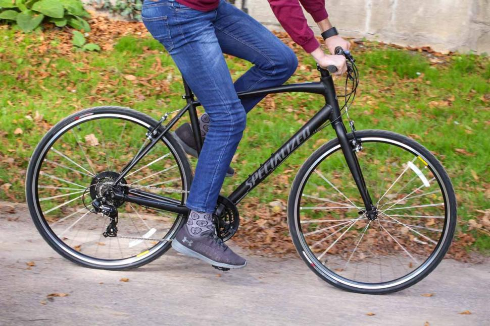 Specialized Sirrus Alloy - riding 3.jpg