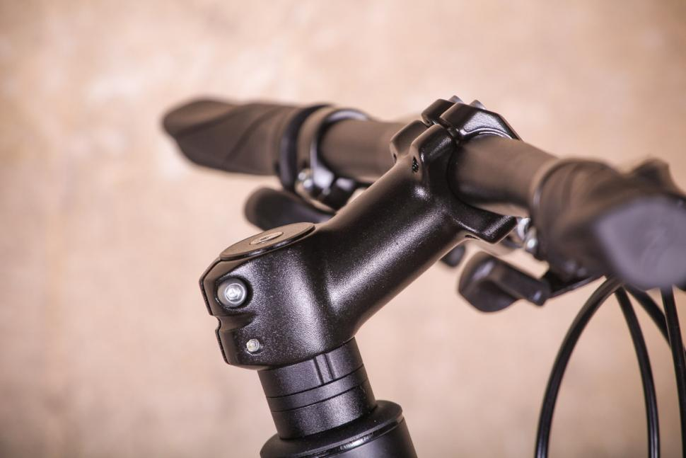 Specialized Sirrus Alloy - stem.jpg