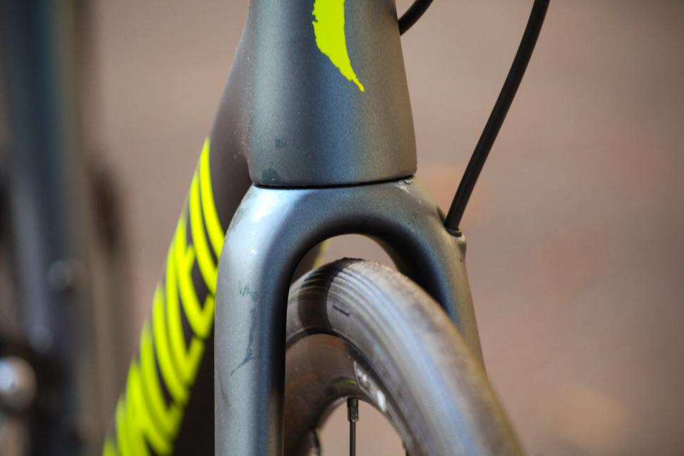 Specialized Tarmac Disc Sport - clearance.jpg