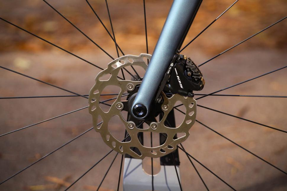 Specialized Tarmac Disc Sport - front disc brake.jpg
