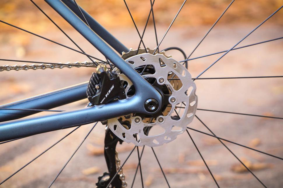 Specialized Tarmac Disc Sport - rear disc brake.jpg