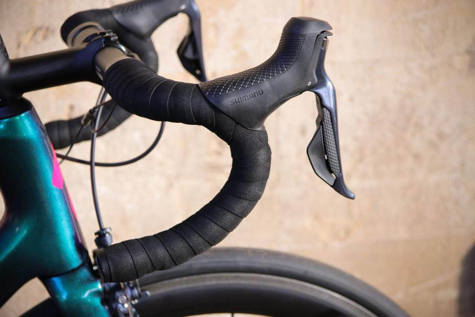 Specialized Tarmac SL 6 Pro - bar and shifter.jpg