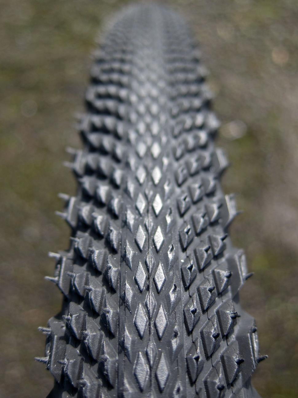 Specialized Trigger Pro 2Bliss Ready 700x38 Tyre - Mounted Top.jpg