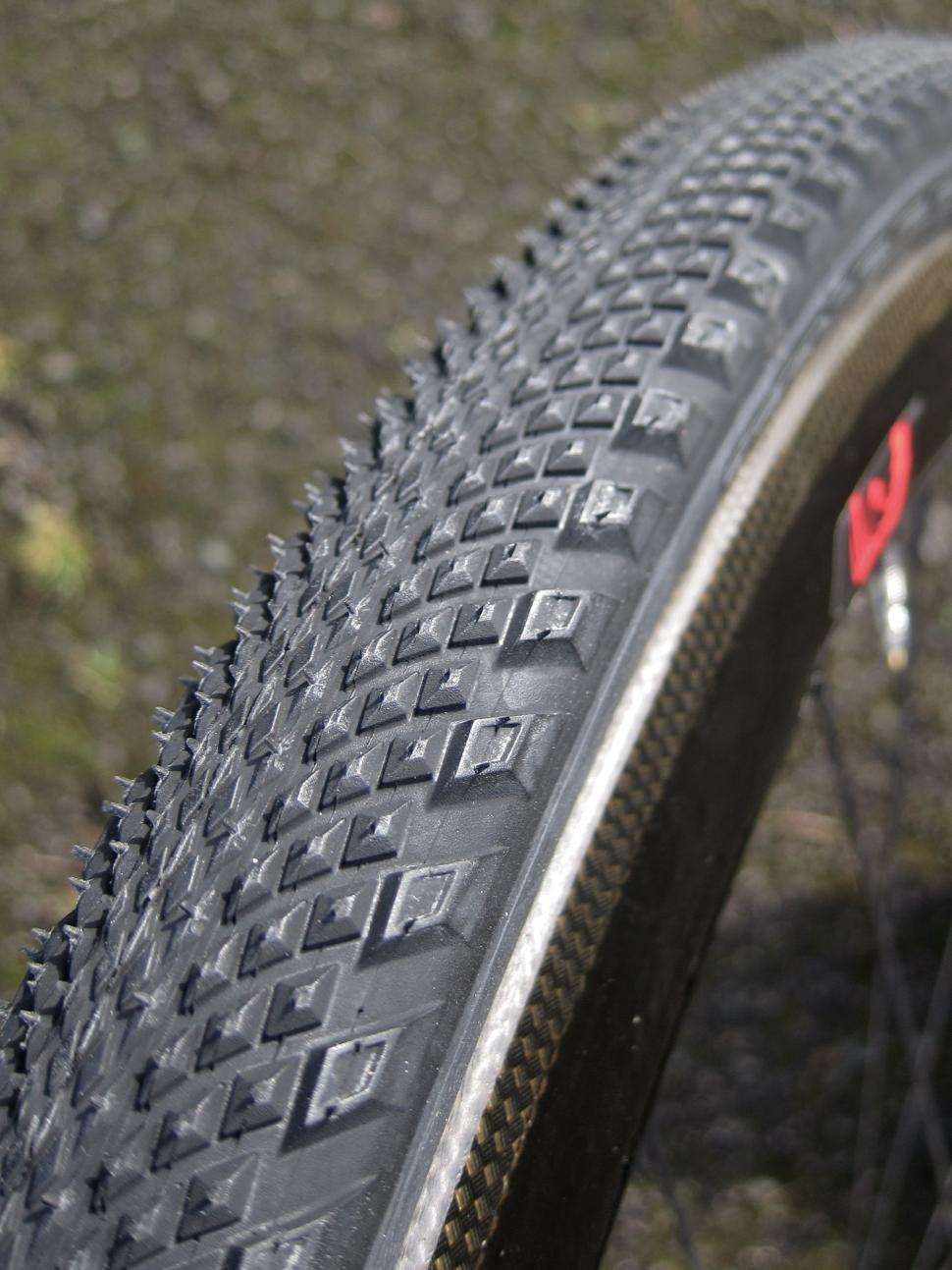 Specialized Trigger Pro 2Bliss Ready 700x38 Tyre - Mounted.jpg