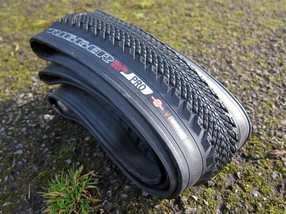 Specialized Trigger Pro 2Bliss Ready 700x38 Tyre - Side.jpg