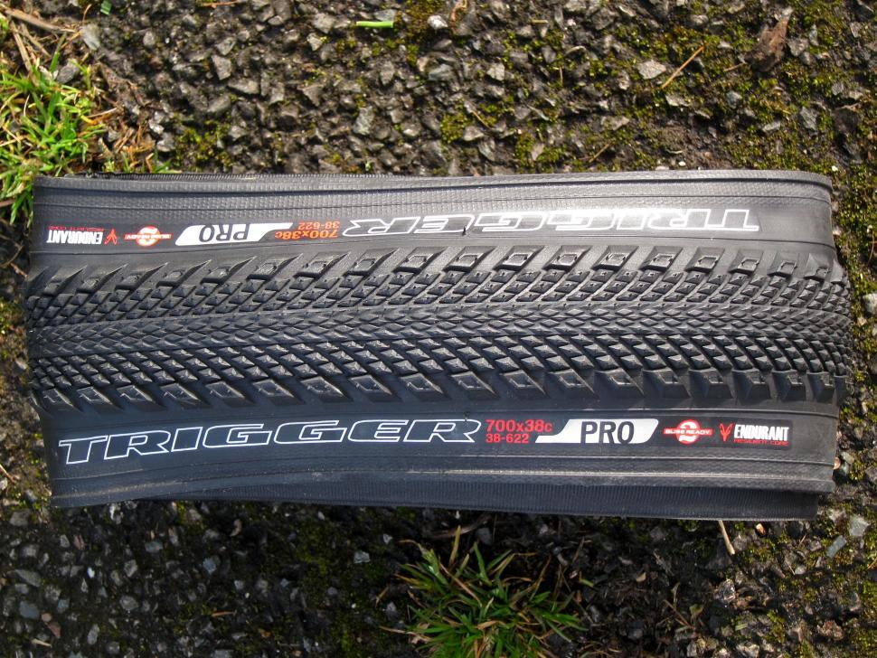Specialized Trigger Pro 2Bliss Ready 700x38 Tyre - Top.jpg