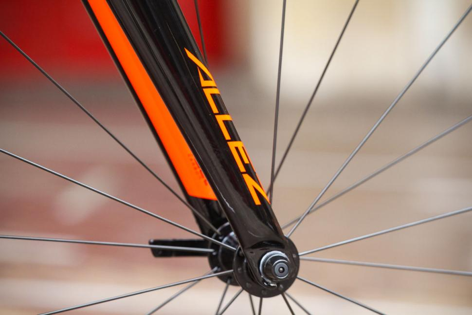 specialized_allez_-_fork_detail.jpg