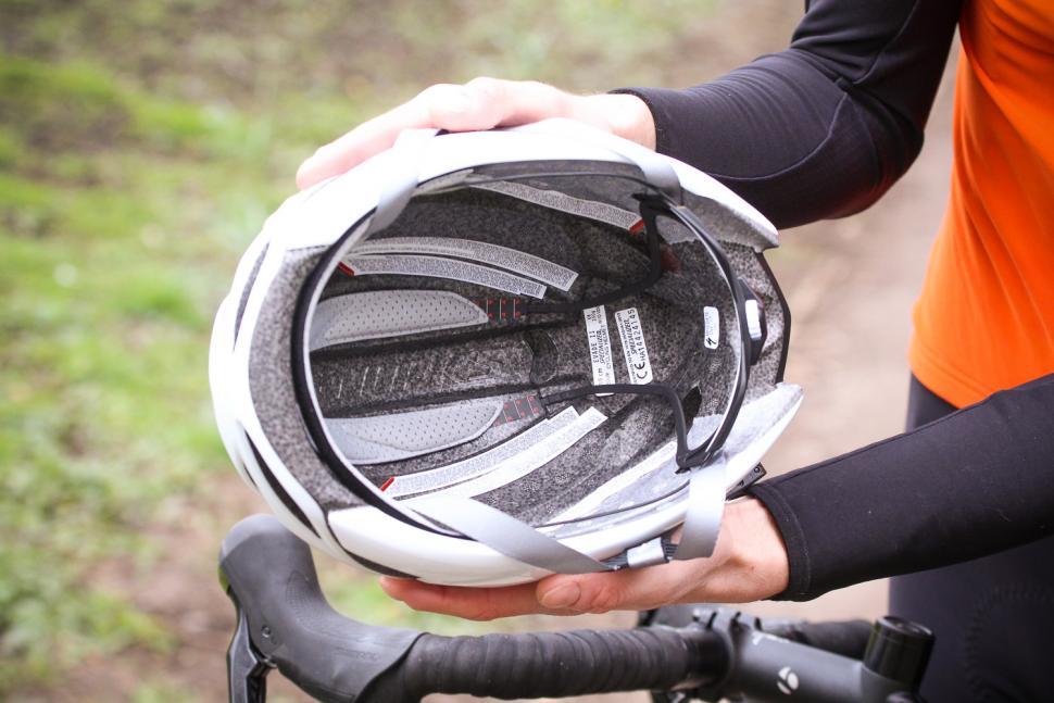 specialized_evade_ii_helmet_-_inside.jpg