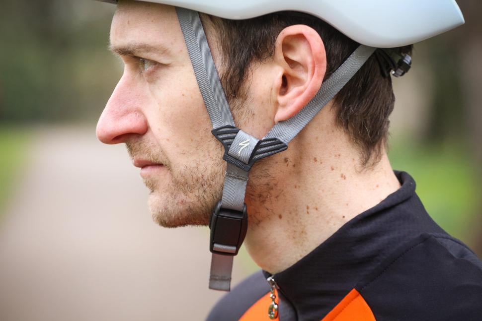 specialized_evade_ii_helmet_-_strap.jpg