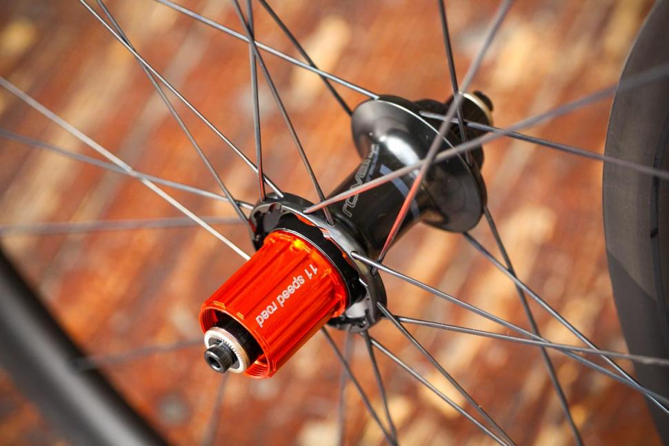 specialized_roval_clx_32_disc-650b_set_-_rear_hub_2.jpg