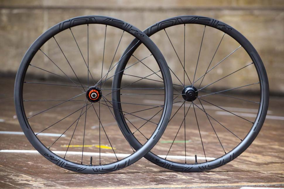 Extremely Light Stiff And Strong These New Roval Clx 32 Disc Wheels From Specialized Are An Enticing Choice For 650b Fans But The Price Is Pretty