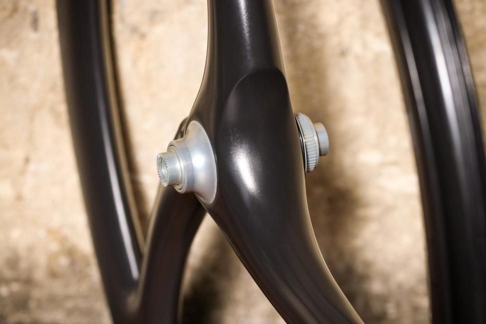 Spengle Naked Carbon wheelset - front hub.jpg