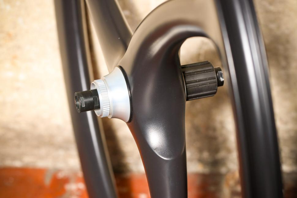 Spengle Naked Carbon wheelset - rear hub.jpg