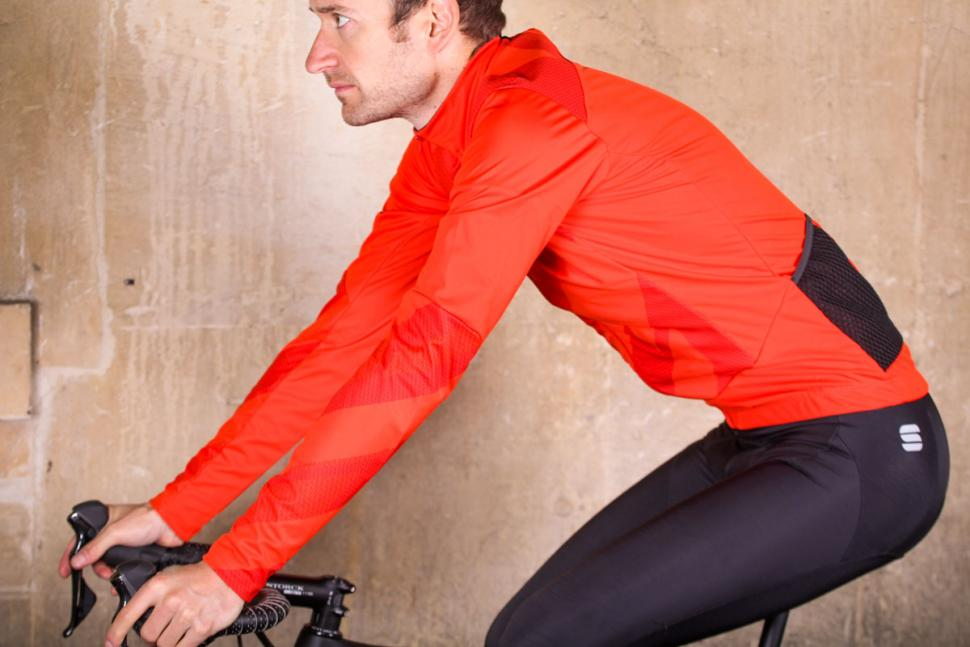 Sportful Attitude Jacket - riding.jpg