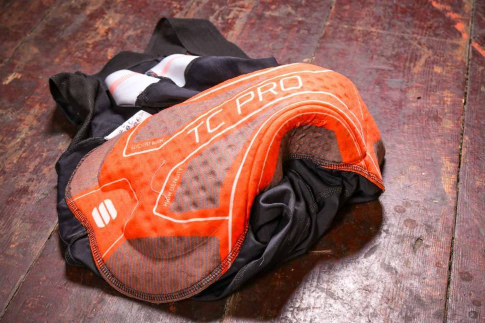 Sportful Bodyfit Pro 2.0 LTD Bibshort - chamois.jpg