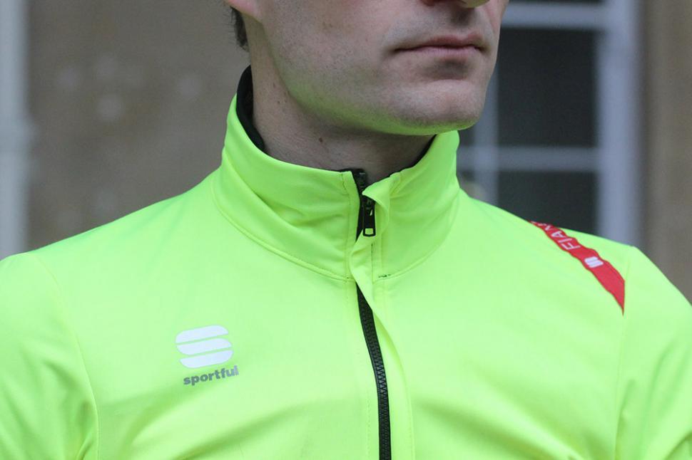 Sportful Cycling Fiandre Light Short Sleeve - collar.jpg