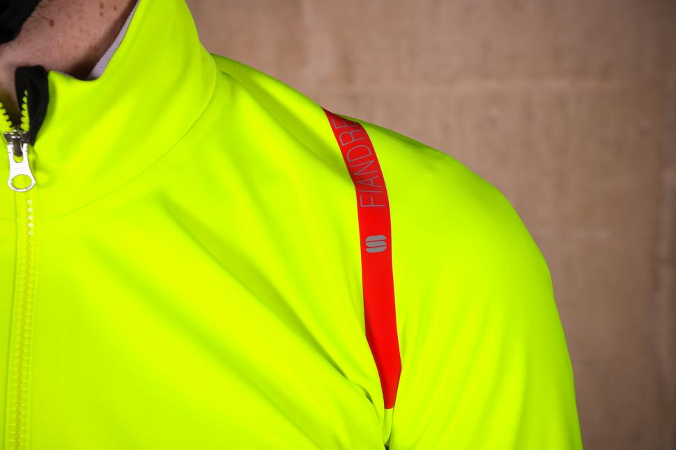 Sportful Fiandre Extreme Jacket - shoulder.jpg