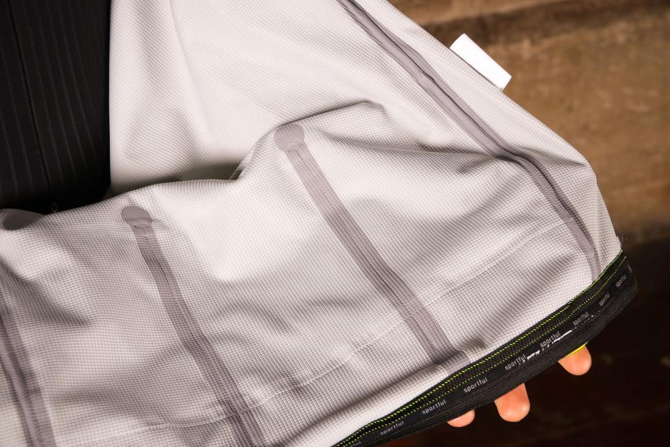 Sportful Fiandre Extreme Jacket - taped seams.jpg