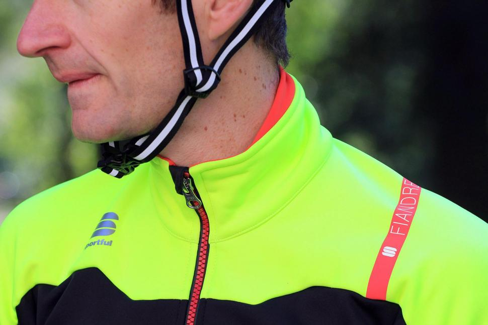 Sportful Fiandre No-Rain Jacket - collar.jpg
