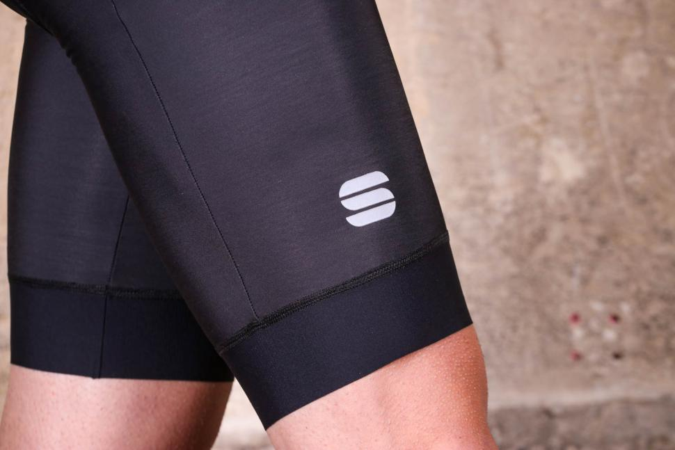 Sportful Fiandre NoRain 2 BibShort - cuff and logo.jpg