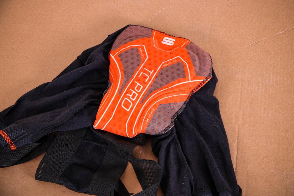 Sportful Fiandre NoRain Pro bib shorts - chamois.jpg
