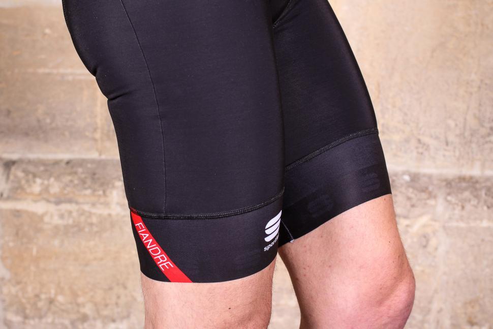 Sportful Fiandre Norain Pro bib shorts - cuffs.jpg