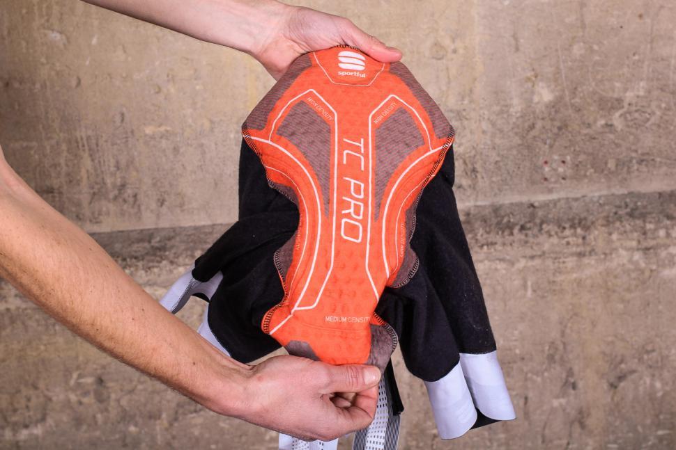 Sportful Fiandre Norain Pro bib shorts - pad.jpg