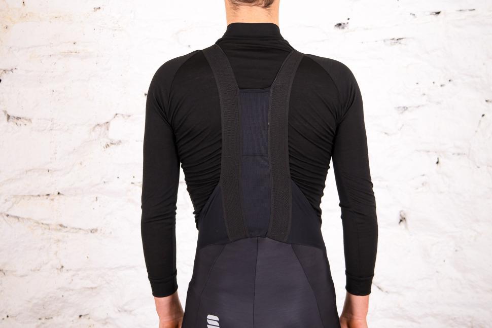 Sportful Fiandre NoRain Pro bib shorts - straps rear.jpg