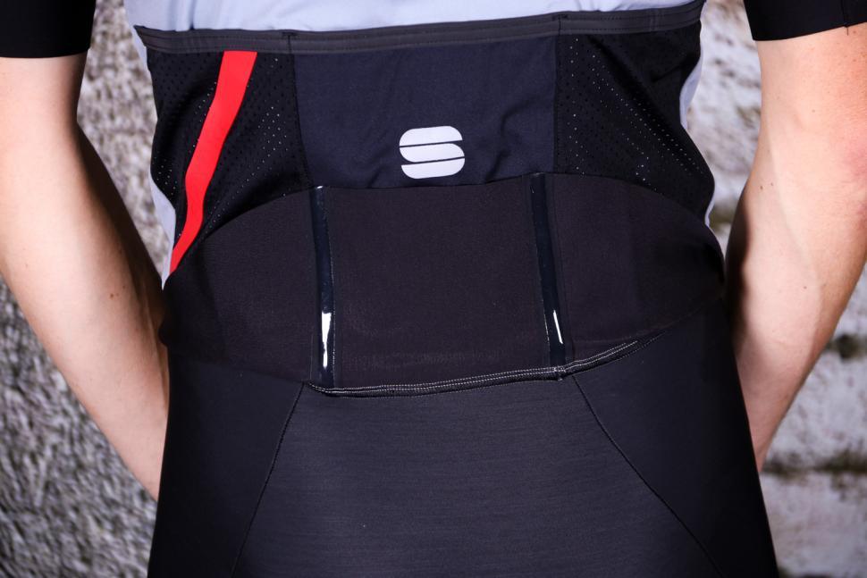 Sportful Fiandre Pro Jacket Short Sleeve - tail gripper.jpg