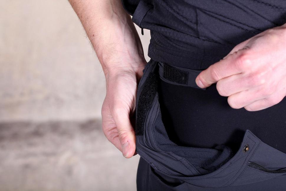 Sportful Giara Over Shorts - adjuster.jpg