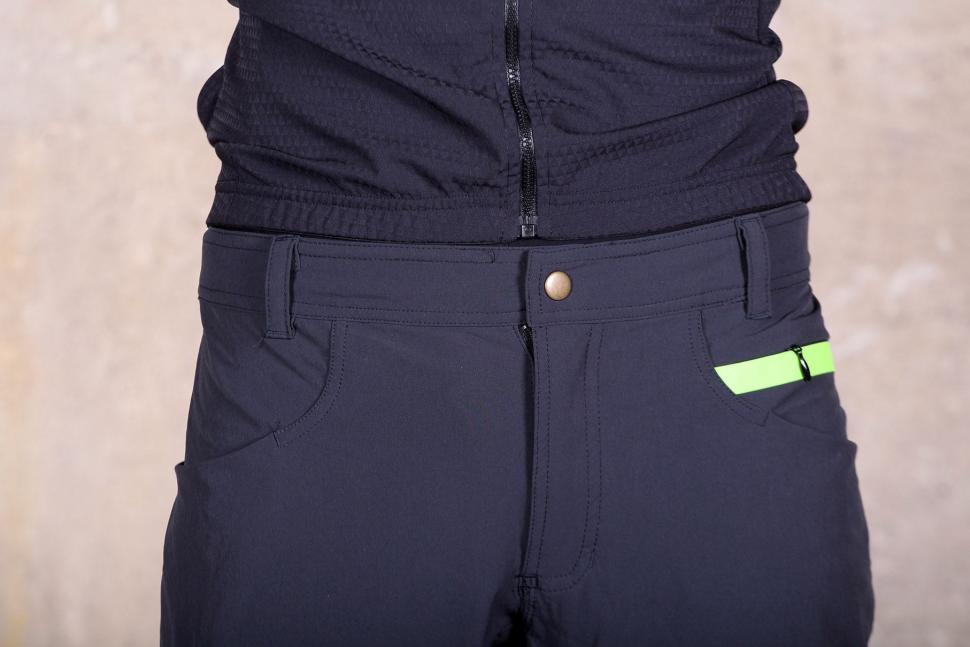 Sportful Giara Over Shorts - waist.jpg
