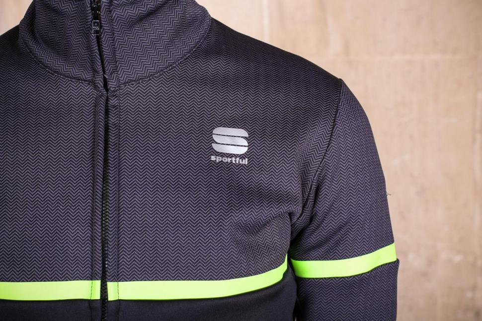 Sportful Giara Softshell jacket - chest.jpg