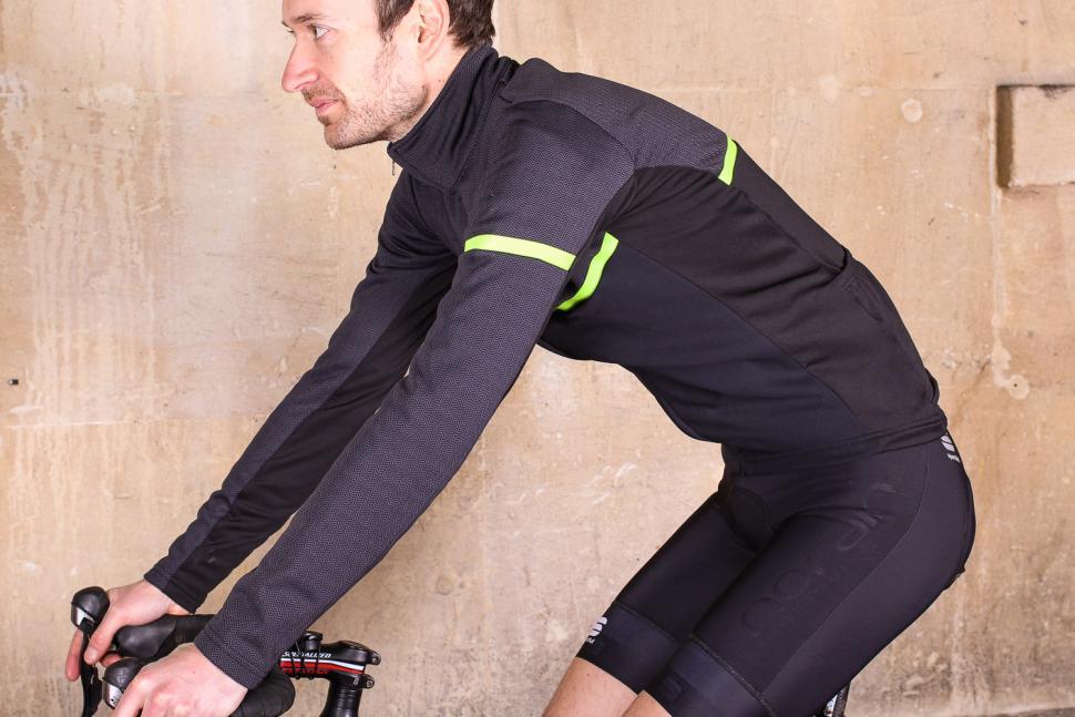 Sportful Giara Softshell jacket - riding.jpg