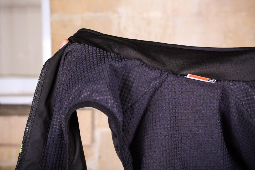 Sportful Giara Thermal Vest - inside.jpg