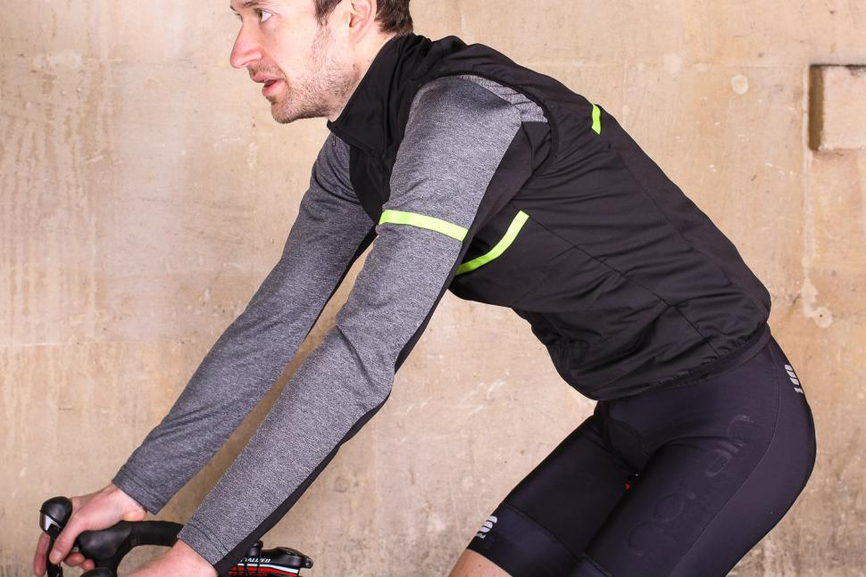 Sportful Giara Thermal Vest - riding.jpg