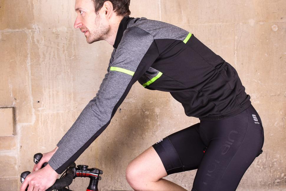 Sportful Giara Warm Long Sleeve Jersey - riding.jpg