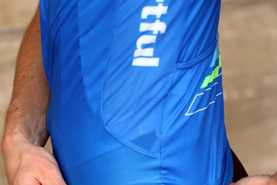 Sportful Gruppetto Pro Ltd jersey - side panel.jpg
